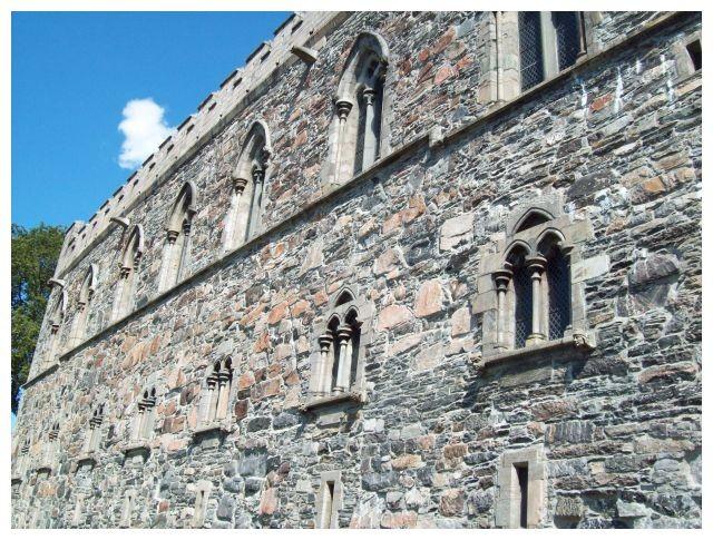 zwischen 1247 - 1261 erbaut...
