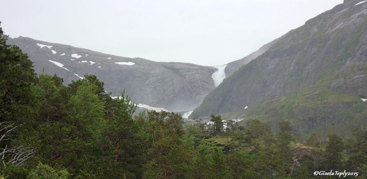 der 4. Wasserfall gesehen vom Schotterweg...