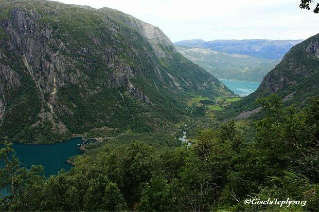 Blick Richtung Sundal und Fjord...