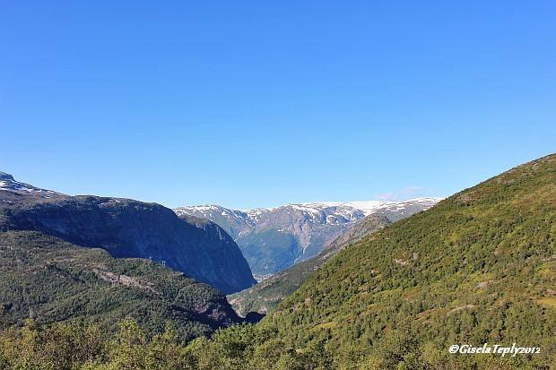 Aussicht von Måglitopp, im Hintergrund das Tal des Tyssos und der Folgefonna