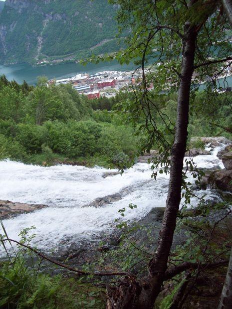 Blick ueber den Wasserfall nach Eitrheim...