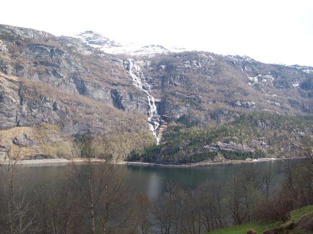 Tjørnaldalsfossen...nahe an der RV13 gelegen..