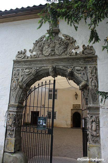 Eingang ins Schloss...
