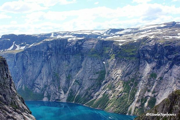 die Berge entlang des Ringedalsvatnet