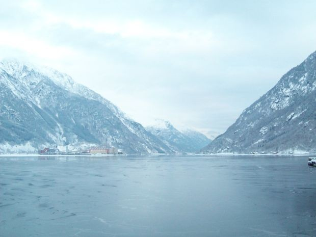 Blick ueber den Sørfjorden von Odda aus am Heiligabend 2009
