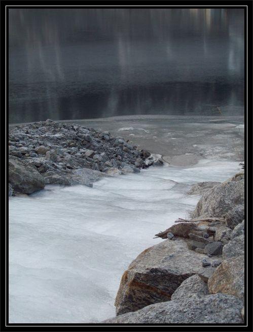 alles mit Eis ueberzogen ...auch der Fjord