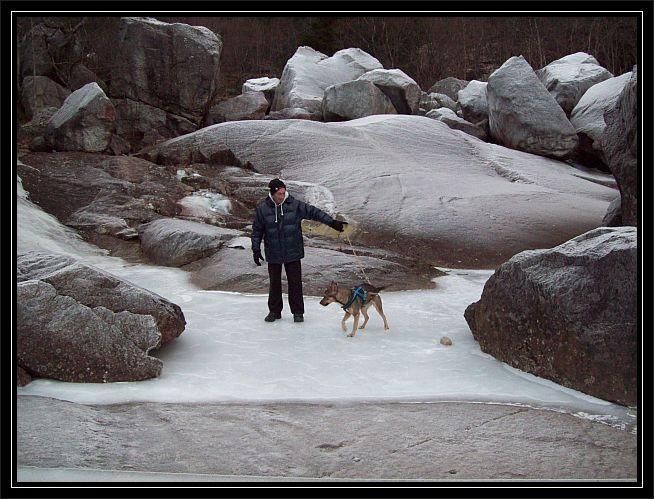 mein Mann und Hund Kira auf dem Tysso