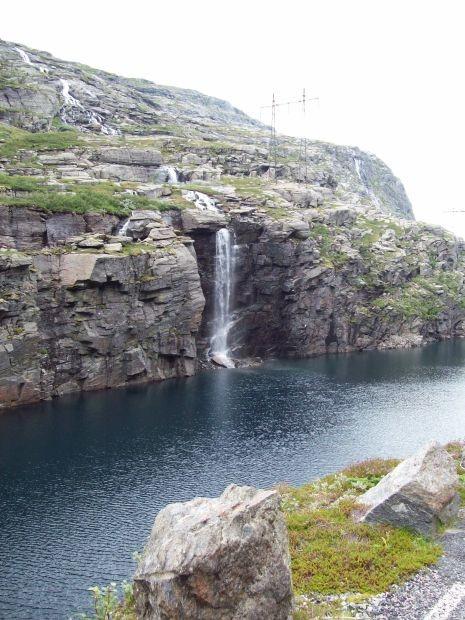 ein Wasserfall...tausende gibt es davon in Norwegen..