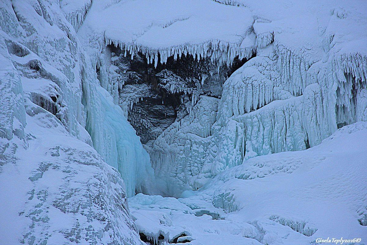 Aus Eis geformt ein Trollmund....