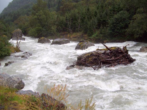 Der Gletscherbach in Buerdalen nach starken Regenfællen