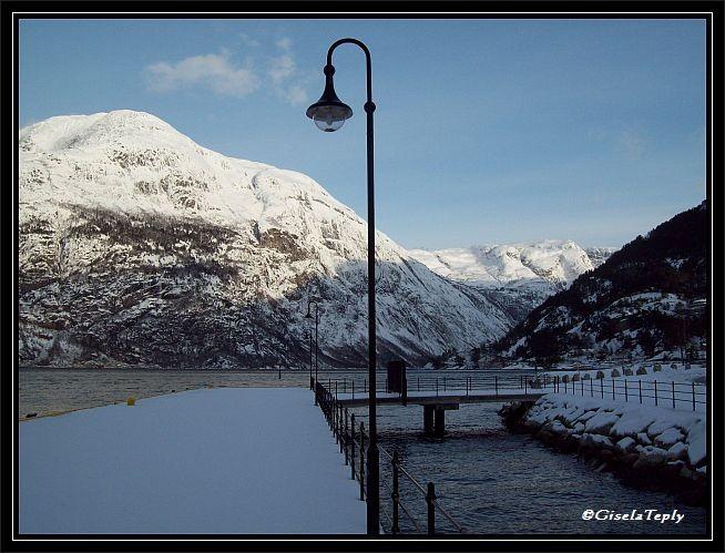 Am Kai der Luxusliner in Eidfjord...