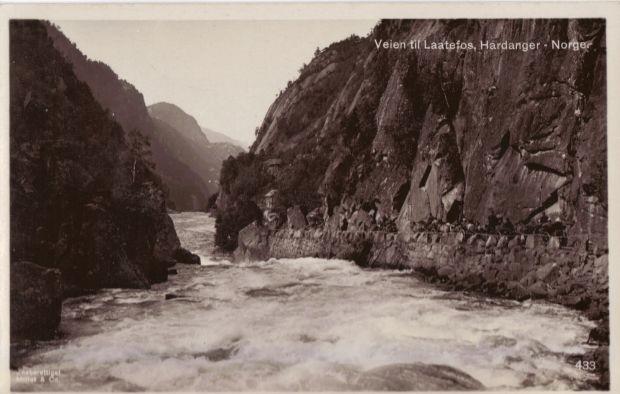 Alte Postkartenansicht des Weges (RV13) unterhalb des Låtefoss
