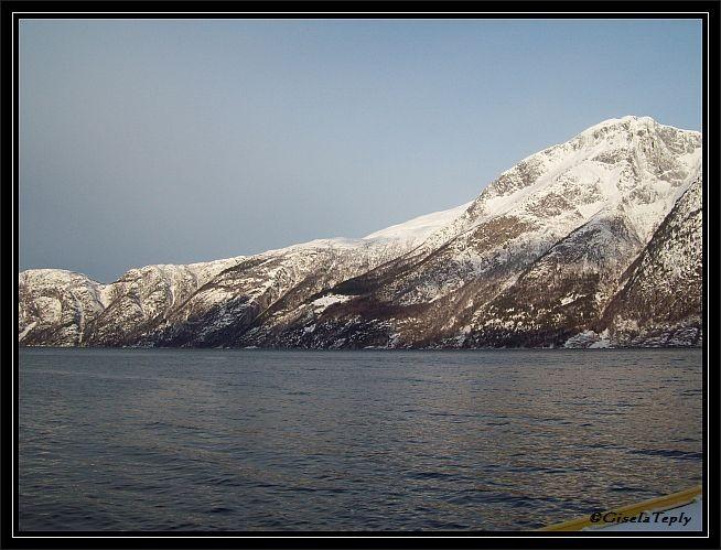 Blick ueber den Fjord...