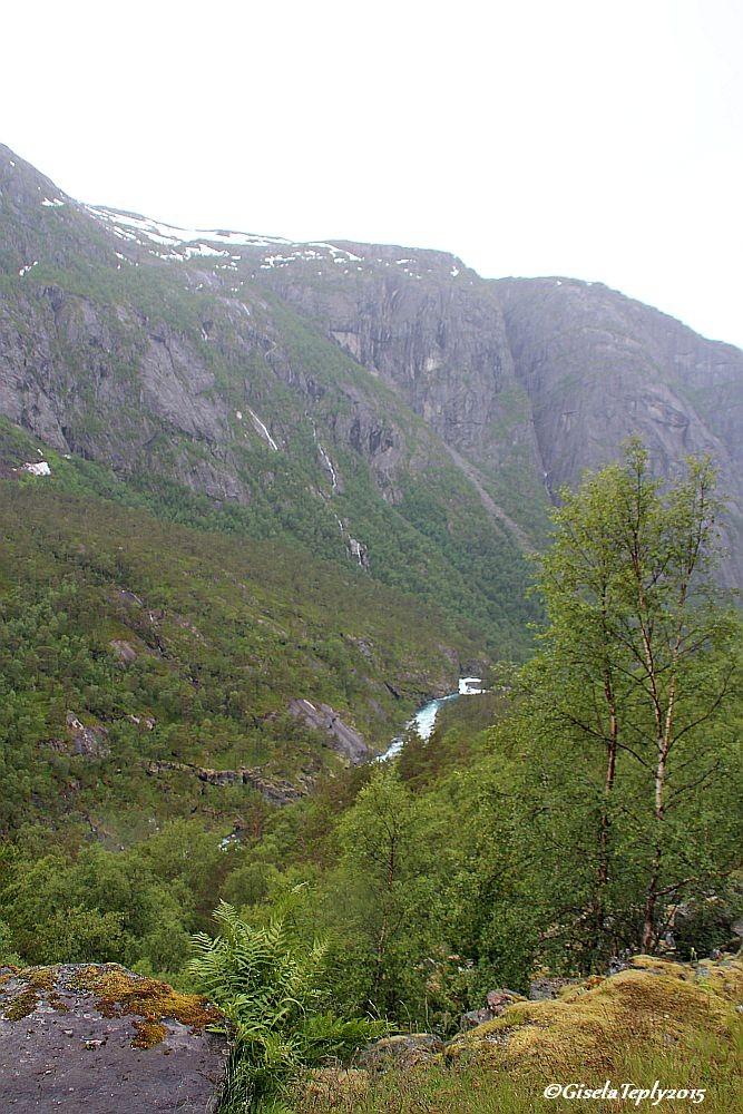 Blick ins Tal vom Schotterweg aus...
