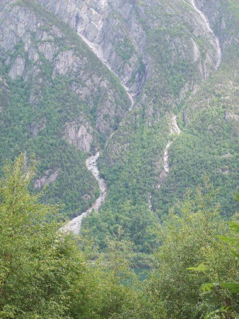 dort kam ein grosser Steinabgang Oktober 2008 herunter und begrub die RV13