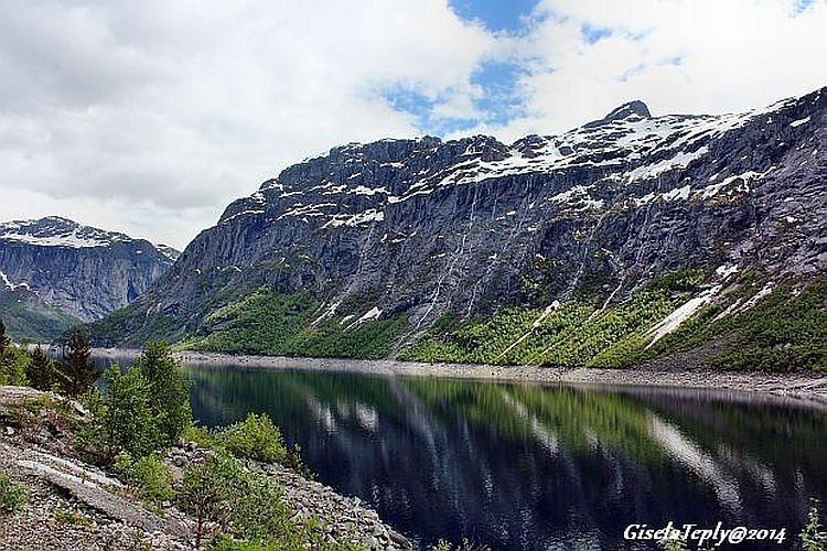 Start an der Staumauer am Ringedalsvatnet in Skjeggedal...
