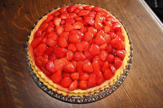 Erdbeerboden mit frischen Hardanger Erdbeeren..