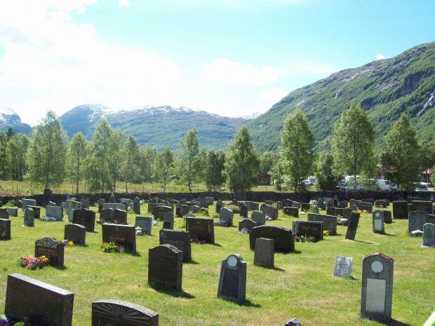 Blick ueber den Friedhof von Røldal