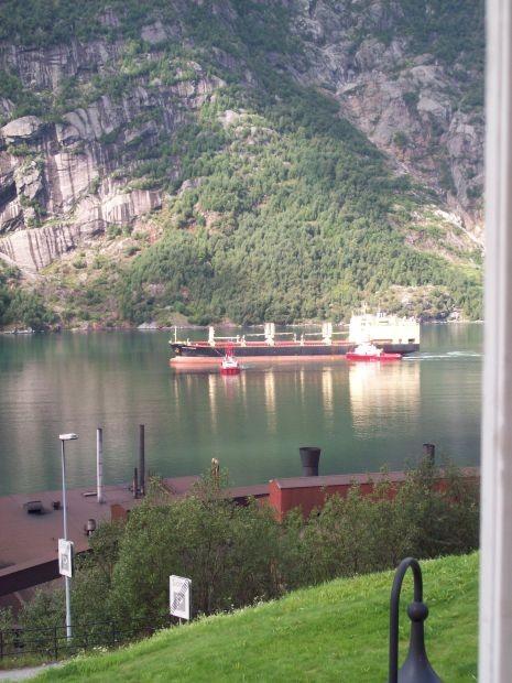 den Sørfjorden hoch...