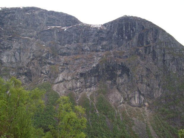 Blick auf den Tveitanuten (1076 m)
