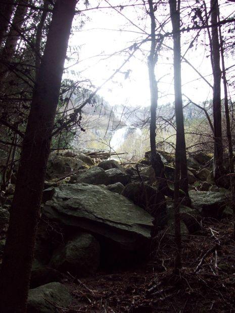 auch hier immer noch der Blick auf den Wasserfall...