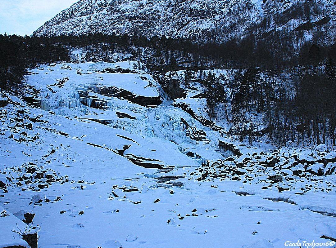 1. Wasserfall, Tveitafossen 180 m.ü.M.