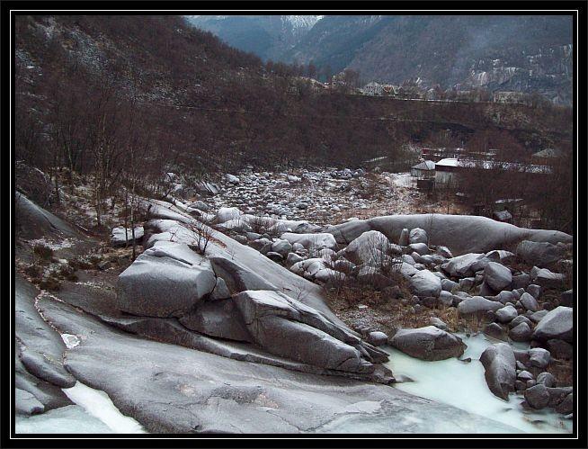Blick hinab ins Flussbett