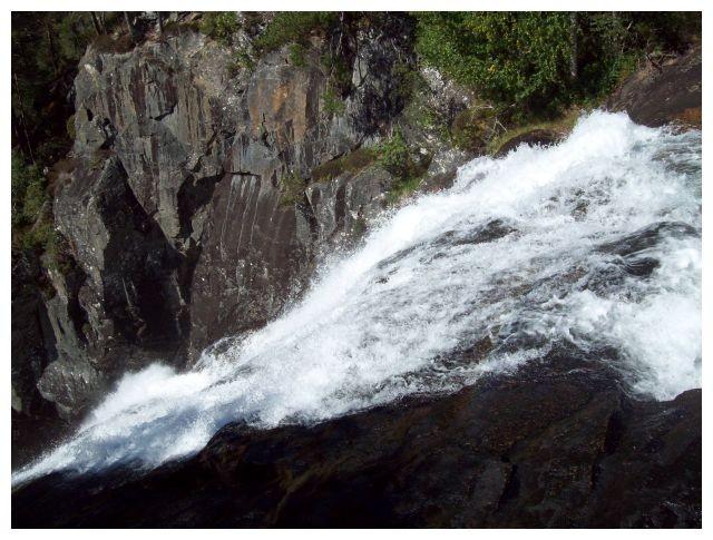 dort geht der linke Wasserfall hinab