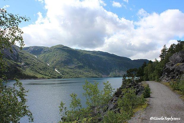 auf dem Weg entlang des Sees...