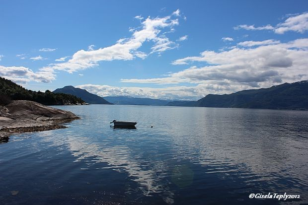 der Hardangerfjord an einem Sommertag im Juli...