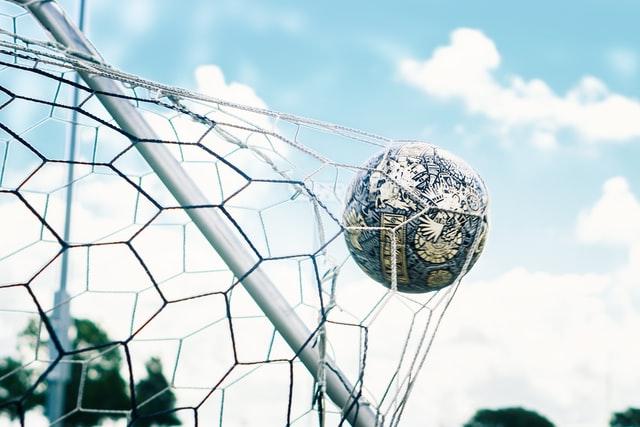 Sportverletzung: Kniescheibe verletzt bei Fußballspielerin