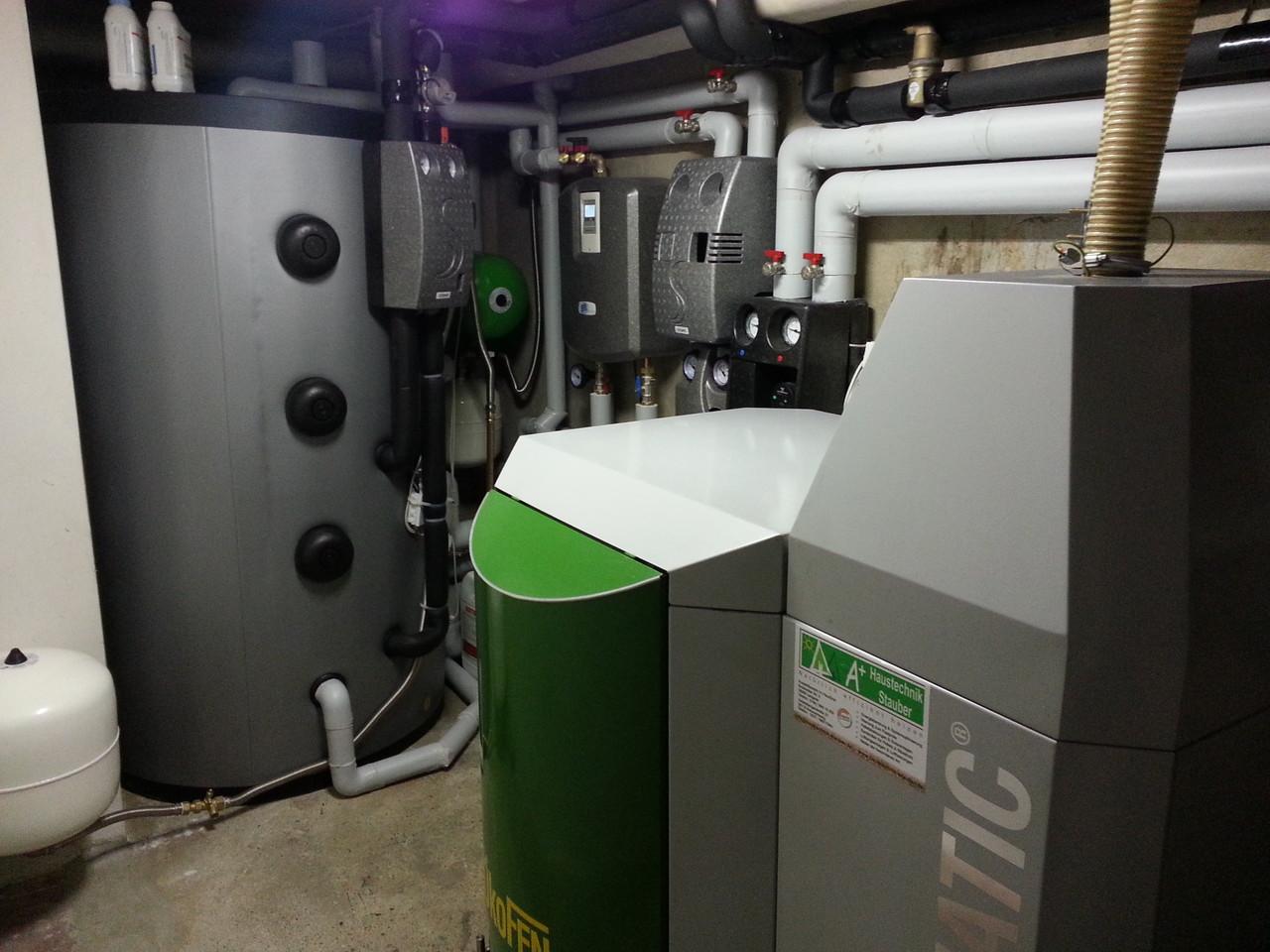 ÖkoFEN 20kW Kessel mit Solar, Pufferspeicher und Frischwasserstation
