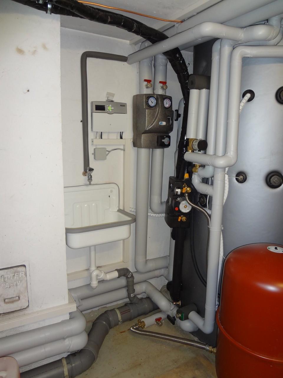 1000 Liter Schichtenspeicher mit Solaranlage & Gesamtregler