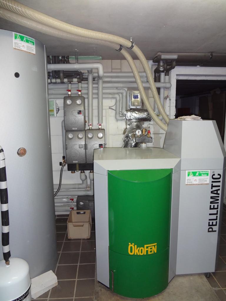 ÖkoFEN Pellematic Kessel mit 1000 Liter Schichtenspeicher