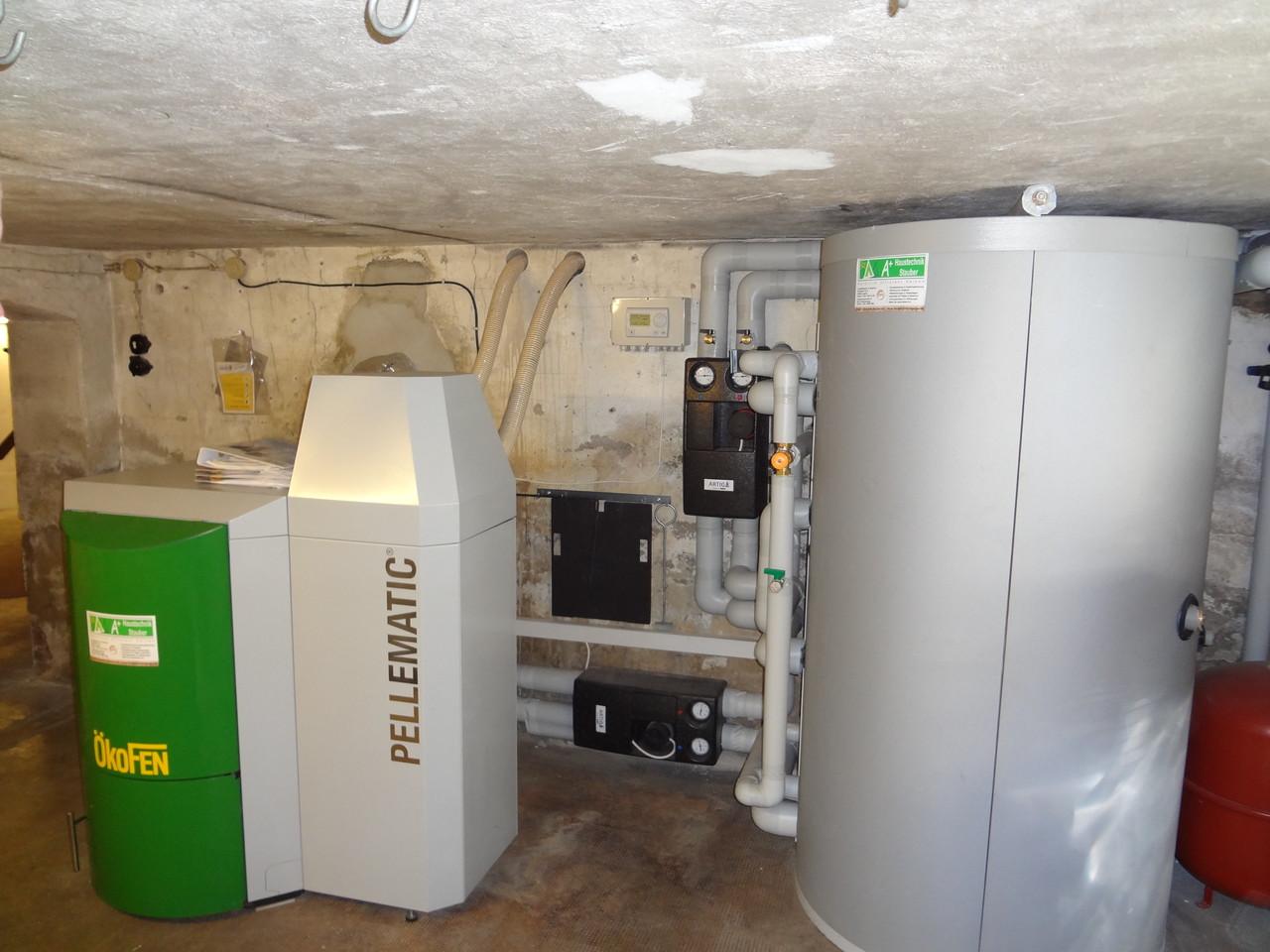 ÖkoFEN 20 kW Kessel mit 800 Liter Schichtenspeicher