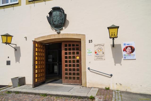 Eingang zu Stadthalle und Kinderstube
