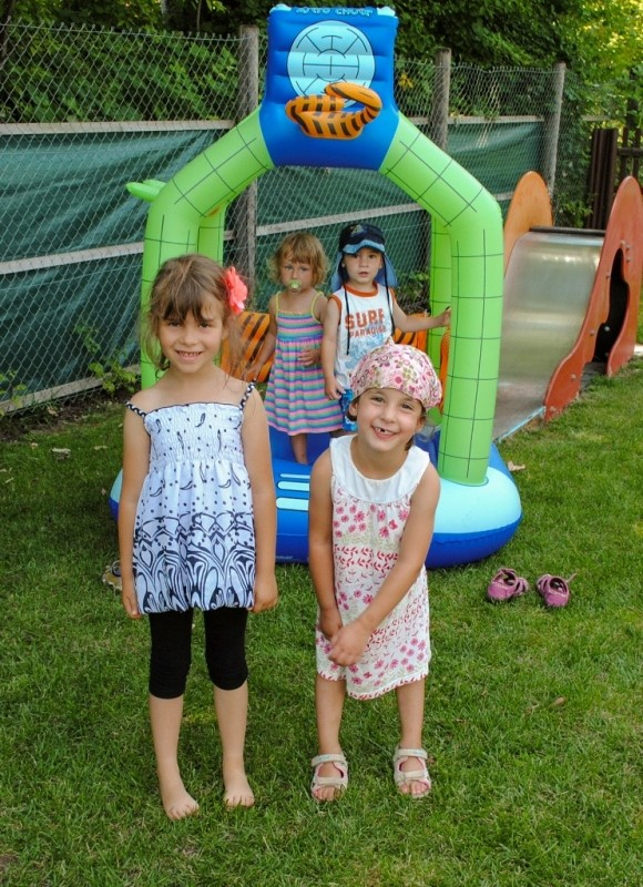 Sommerfest des Kinderschutzbunds: Unsere kleine Hüpfburg