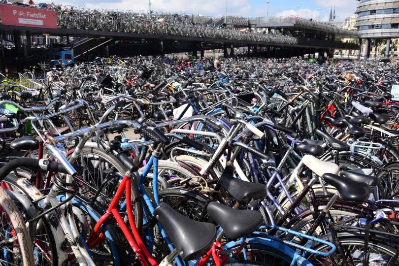 """Einer von mehreren """"Fahrradständern"""" am Hauptbahnhof - wehe man hat vergessen, wo man sein Fahrrad abgestellt hat..."""