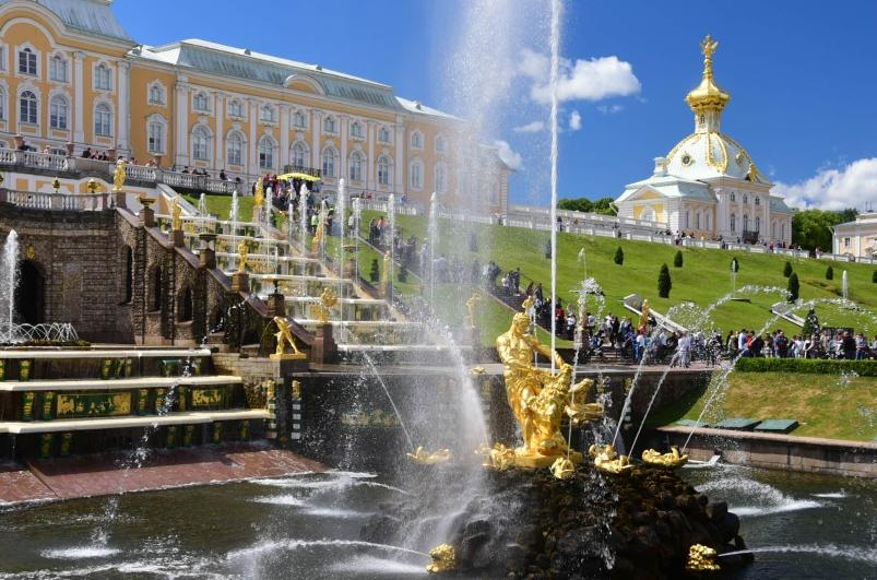 Der Palast Peterhof - Sommerresidenz Zar Peter des Großen direkt an der Ostsee