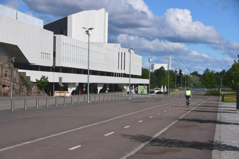 So müssen Radwege aussehen! Tolle Qualität, viele Unterführungen und eine konsequente Wegweisung nur für Radfahrer, die für Helsinki schon 50km vorher anfängt und einen sicher bis ins Herz der Stadt bringt