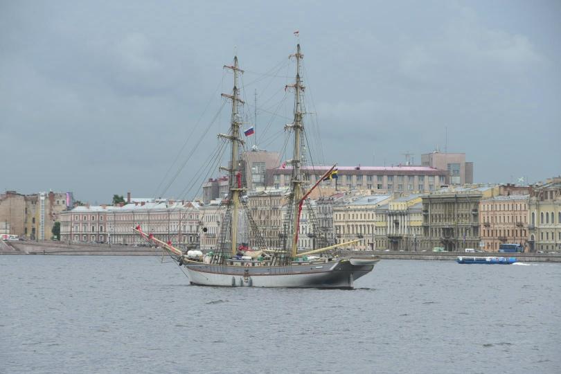 """Erster Blick über die Newa bei meiner Ankunft - es sind die berühmten """"Weißen Nächte"""" von St. Petersburg im Sommer, wenn es nicht richtig dunkel wird"""