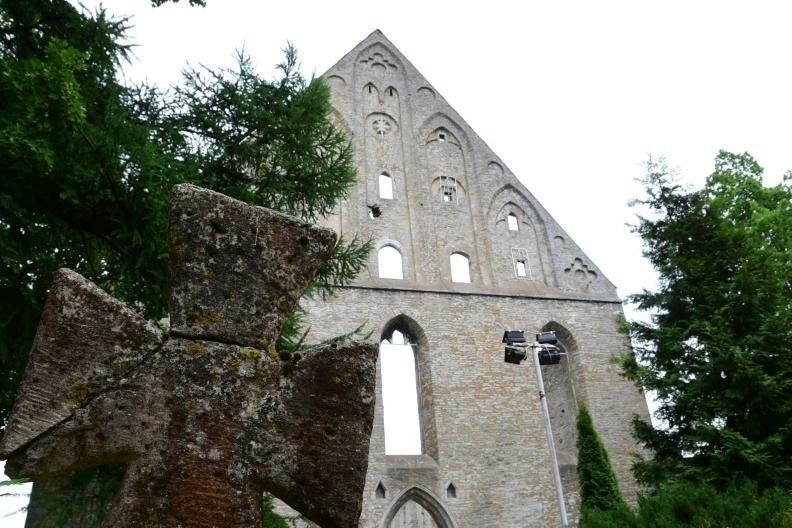 Altes Klostergemäuer, das zum Teil rekonstruiert wurde