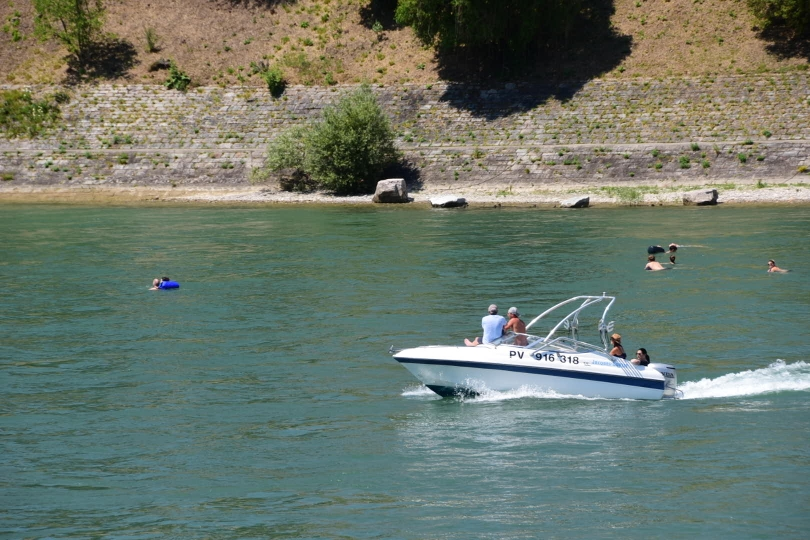In Basel lässt man sich gern treiben - beim Baden in der Strömung des Rheins