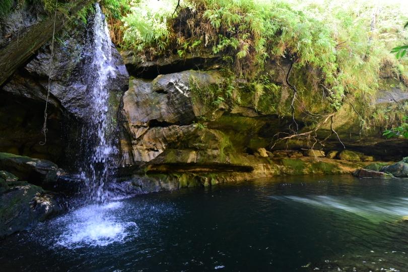 Ein Wasserfall ist doch immer wieder ein Hingucker - auch wenn es ein kleiner ist. Die Umgebung macht's!
