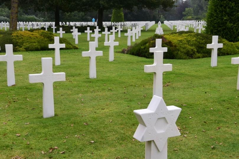Die Masse der Kreuze auf dem amerikanischen Soldatenfriedhof macht in ihrer Schlichtheit betroffen und sehr nachdenklich