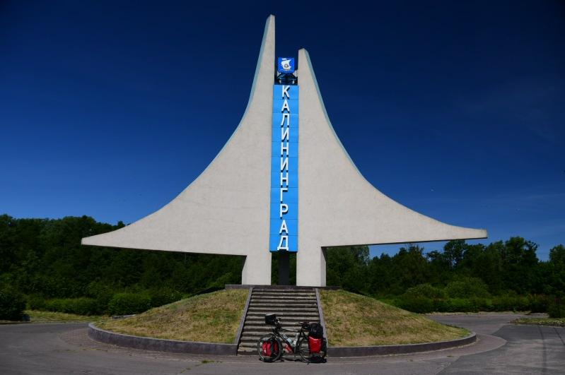 Okay, jedenfalls habe ich mich nicht verfahren und zu übersehen ist das Ortsschild von Kaliningrad auch nicht