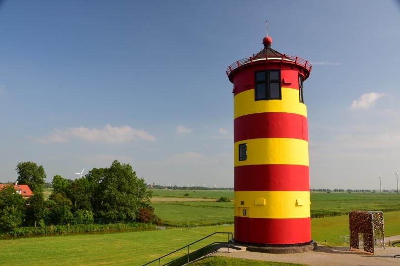 und natürlich einem (kleinen) Leuchtturm, der aber eigentlich in Pilsum steht