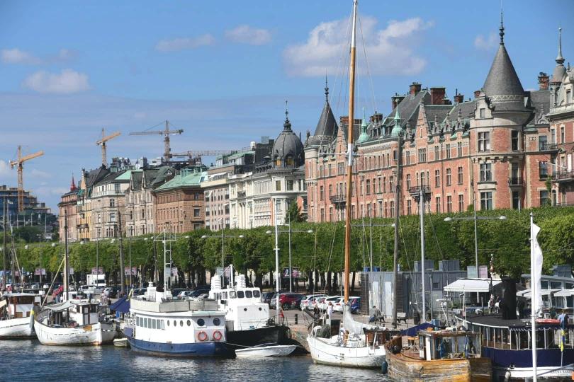Eine der besten Adressen in Stockholm, der Strandwägen mit vielen alten und neuen Schiffen als reizvolle Kulisse vor der Haustür