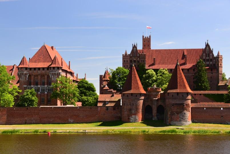 Der Blick über die Nogat auf die Marienburg