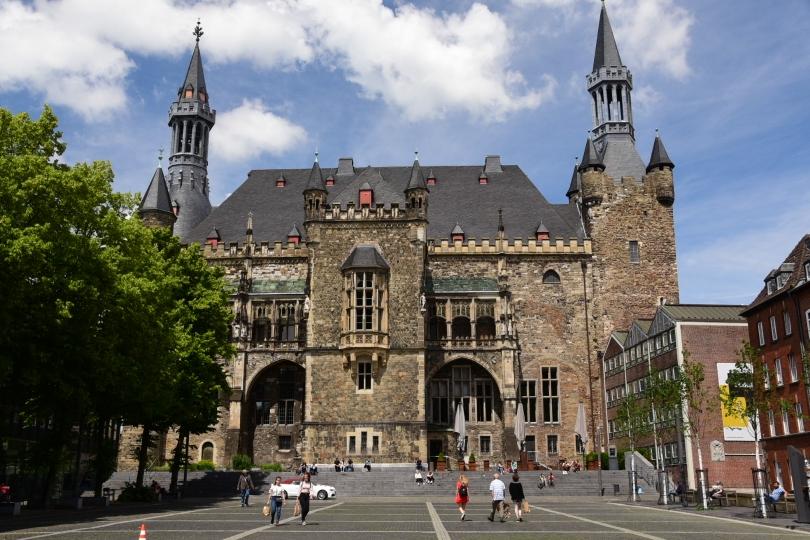 Direkt gegenüber des Doms das Rathaus - ebenfalls Pflichtprogramm